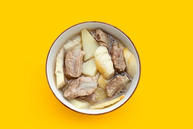 Суп из свежих побегов бамбука со свиными ребрышками