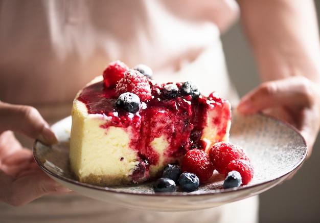 新鮮なベリーのチーズケーキの食べ物の写真撮影のレシピのアイデア