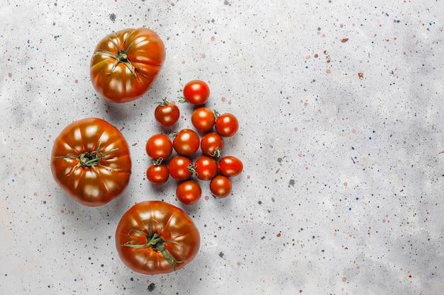 Свежие черные органические помидоры бренди.