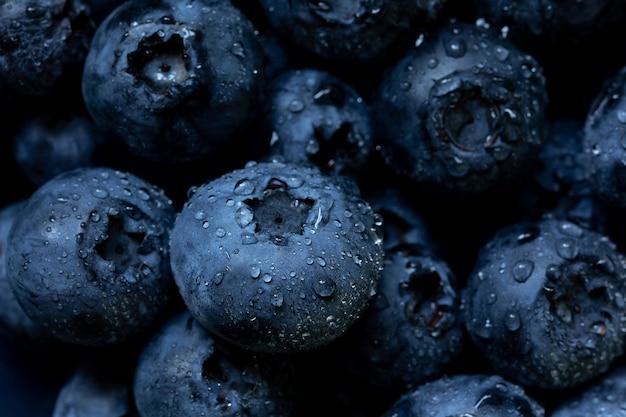 Свежий фон черники с копией пространства для вашего текста. веганские и вегетарианские концепции. макро-текстура ягод черники. летнее здоровое питание. выборочный фокус. копировать пространство