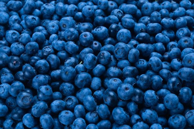 新鮮なブルーベリーの背景。テクスチャブルーベリーの果実をクローズアップ。