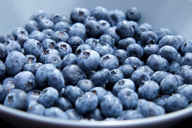선택적 포커스가 있는 신선한 블루베리 배경 여름 건강에 좋은 슈퍼 푸드