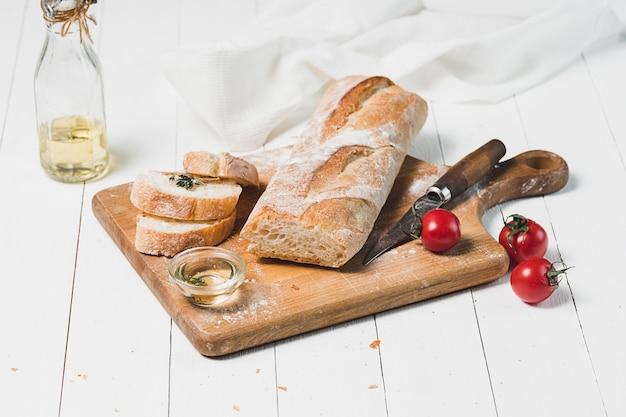 테이블 클로즈업에 신선한 빵