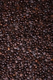 신선한 갈색 커피 콩 볶은 준비를 근접 촬영을 질감.