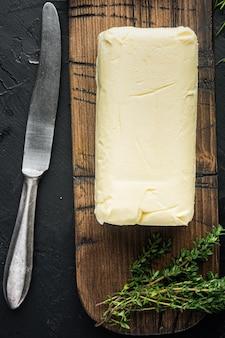 검은 배경에 신선한 버터 패키지, 평면도 평면 누워