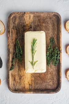 신선한 버터 패키지, 흰색 테이블, 평면도 평면 누워