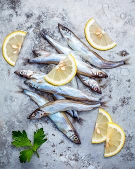 新鮮な魚の魚を完全に卵を平らにした