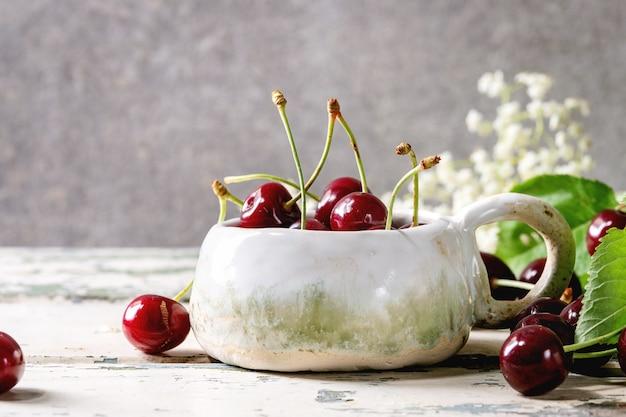 Fresh cherry berries