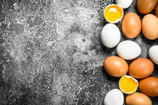 新鮮な鶏の卵。