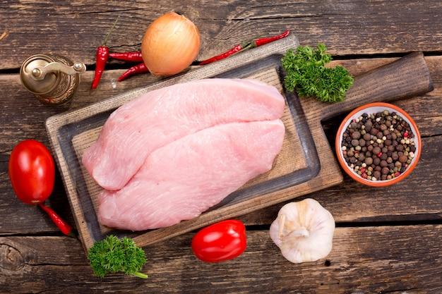 목 판, 평면도에 신선한 닭고기