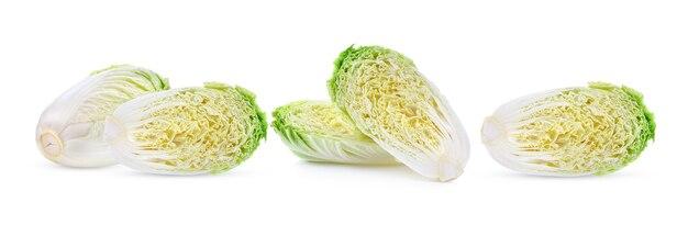 白い表面に分離された新鮮な白菜