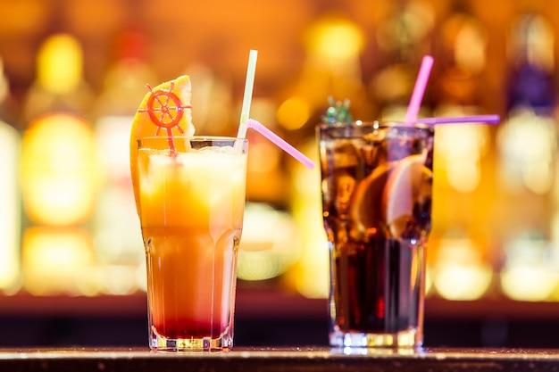 Свежие коктейли в баре
