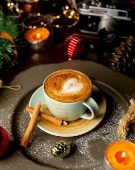 테이블에 신선한 커피