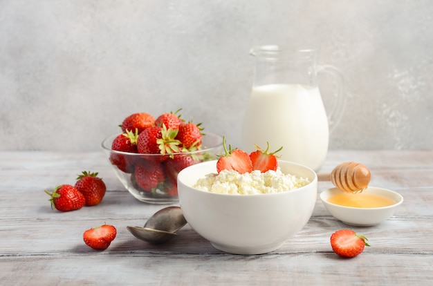 Fresh cottage cheese with fresh strawberries