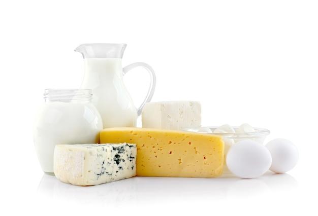 Свежие молочные продукты на столе