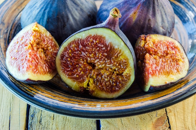 Fresh figs in a bowl on a wooden table