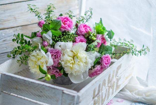 Свежие цветы в вазе