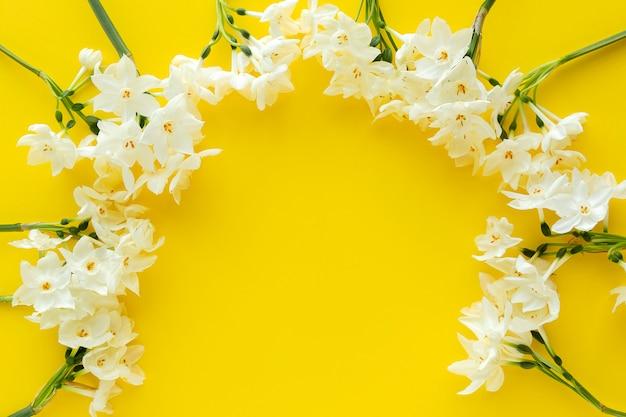 노란색에 신선한 꽃
