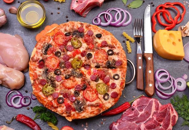最高の製品からの新鮮な香りのピザ