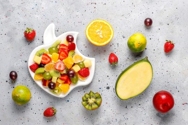 フレッシュフルーツとベリーサラダ