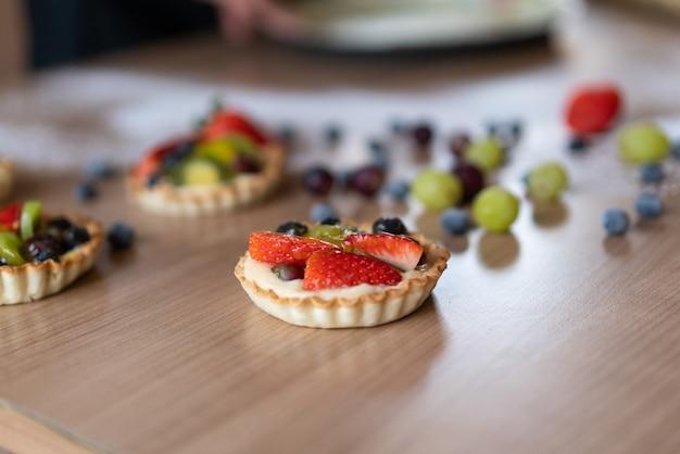 Искусство свежих фруктов с ягодами