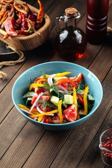 Смесь салатов из свежих огородных овощей