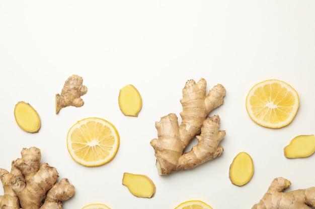 신선한 생강과 레몬