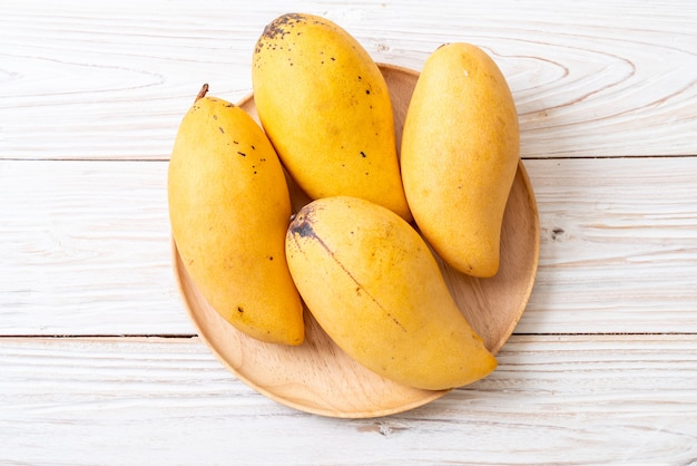 Fresh and golden mangoes