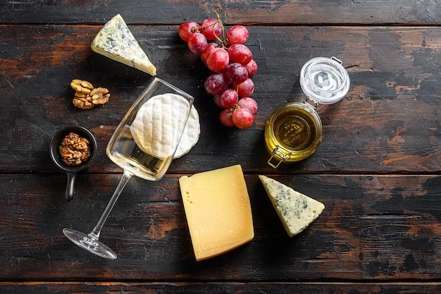 Свежий виноград совиньон вино французские сыры мед и орехи