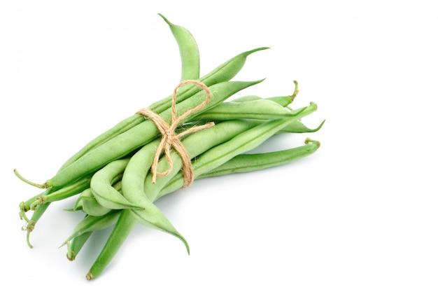 白の新鮮な緑の豆。