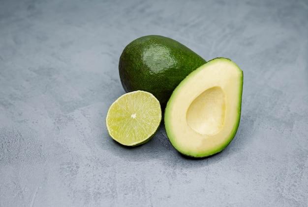 해독 다이어트를위한 신선한 녹색 식품 선택 건강한 채식 음식