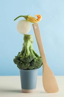 新鮮な緑の野菜、ブロッコリー。変動供給のバランス。健康的な栄養のアートコンセプト。
