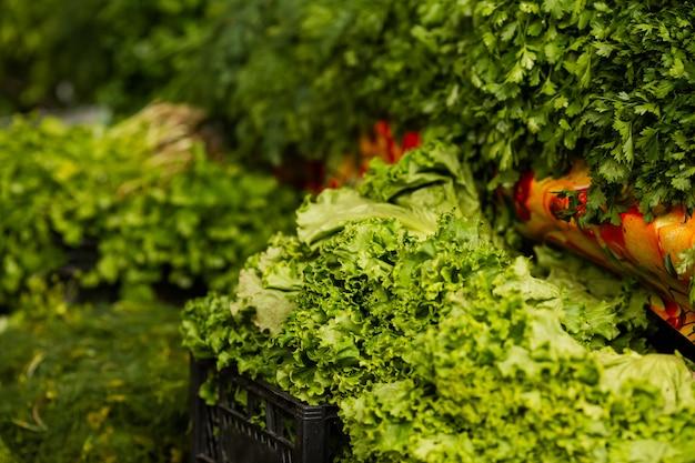 ファーマーズマーケットでの新鮮な野菜