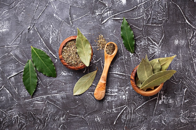 Fresh, ground and dried bay leaf