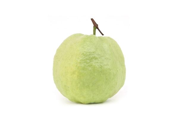 白い背景で隔離の新鮮なグアバ(jamfal)フルーツ。