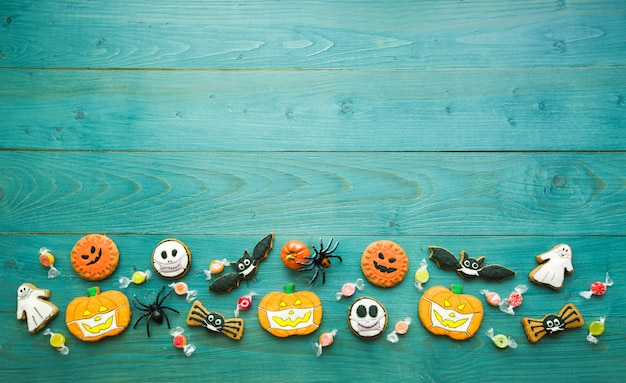 Fresh halloween gingerbread cookies on green wooden table delicious ginger biscuits for halloween