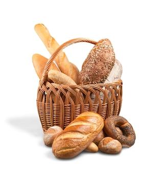 白い背景で隔離の焼きたての自家製パン