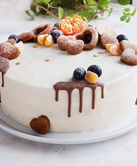 みかんと新鮮な自家製ケーキ