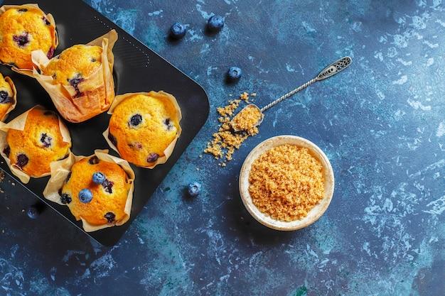 신선한 홈 메이드 맛있는 블루 베리 머핀.