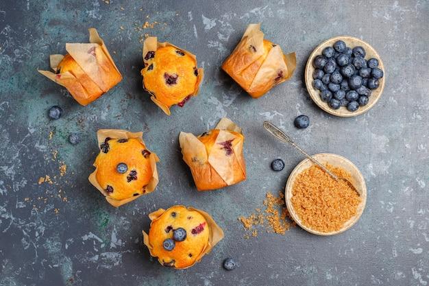 Muffin ai mirtilli deliziosi fatti in casa freschi.