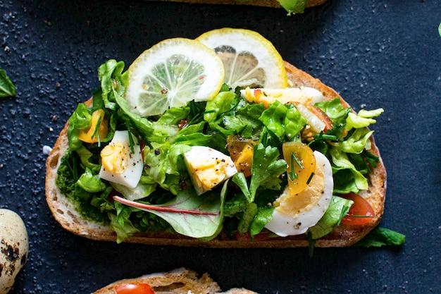 Идея рецепта свежих домашних открытых бутербродов