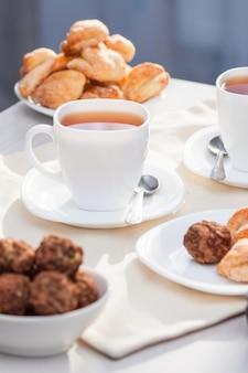 お茶と新鮮な自家製シュガークッキー