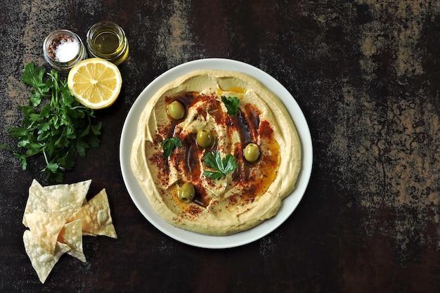 Свежий хумус. ближневосточная кухня. здоровая закуска.