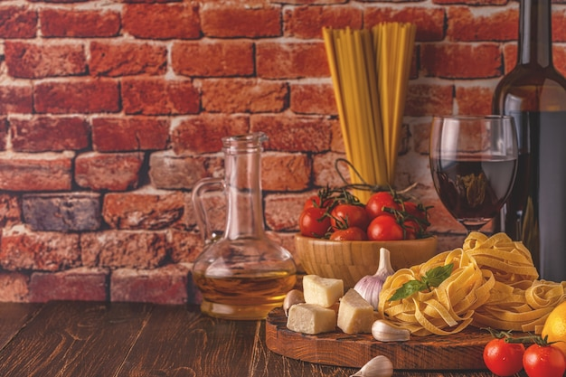 パスタを調理するための新鮮な食材