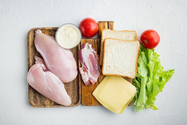 흰색 배경, 평면도에 맛있는 샌드위치를위한 신선한 재료