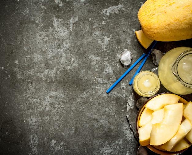 Fresh juice of the melon .