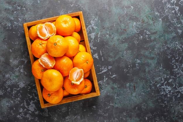 Свежие сочные клементины мандаринов.