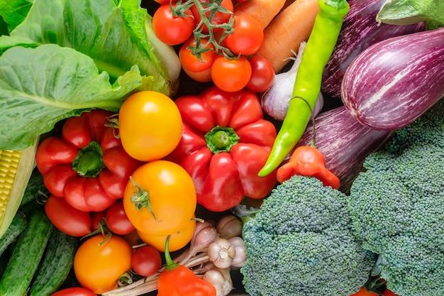 Свежие сочные органические овощи