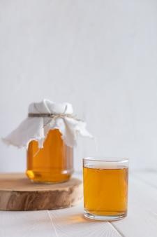 明るい背景に新鮮な昆布茶