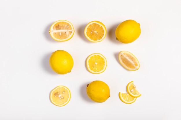 신선한 레몬과 레몬 슬라이스
